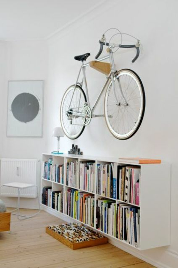 fahrrad wandhalterung aufhängen kleine bibliothek