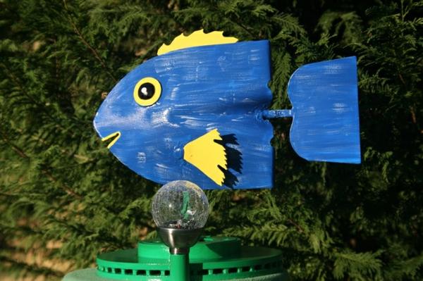gartendeko schöne bastelideen blauer fisch