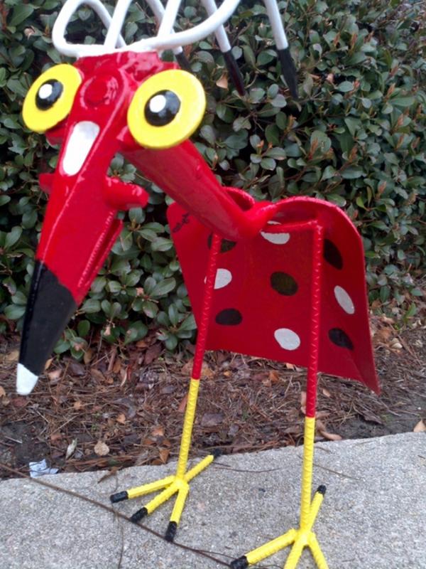 gartendeko schöne bastelideen roter vogel gartenzubehör