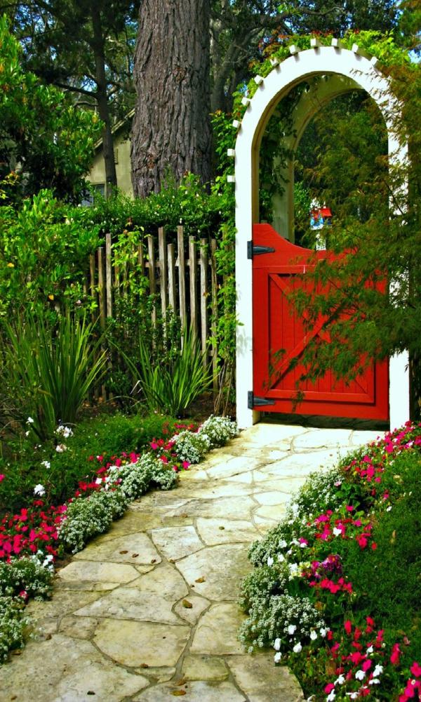 gartentür design rot weißer rahmen schöner gartenweg