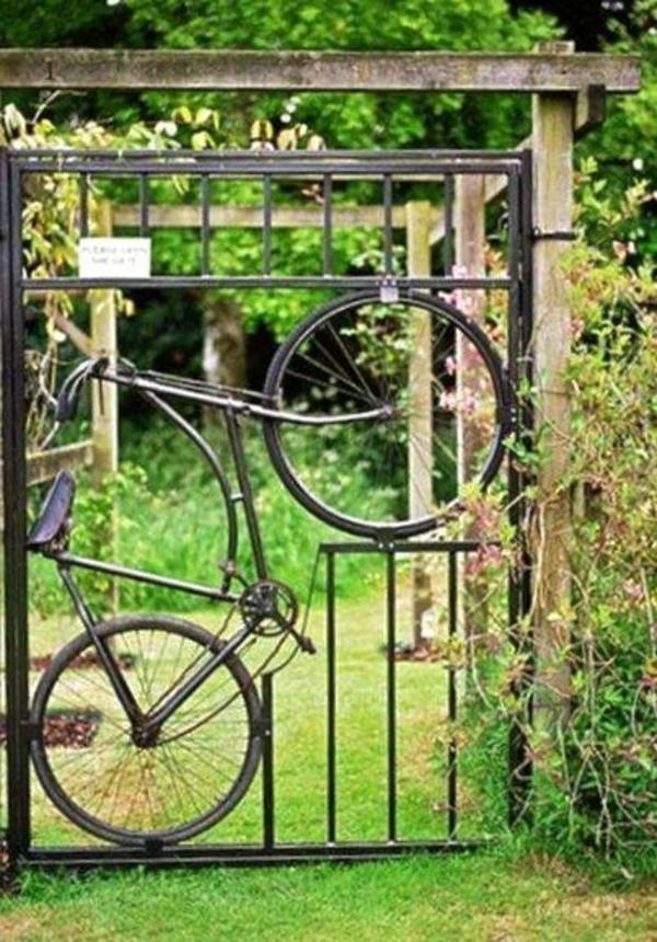 gartentüren design DIY idee fahrrad grüner rasen