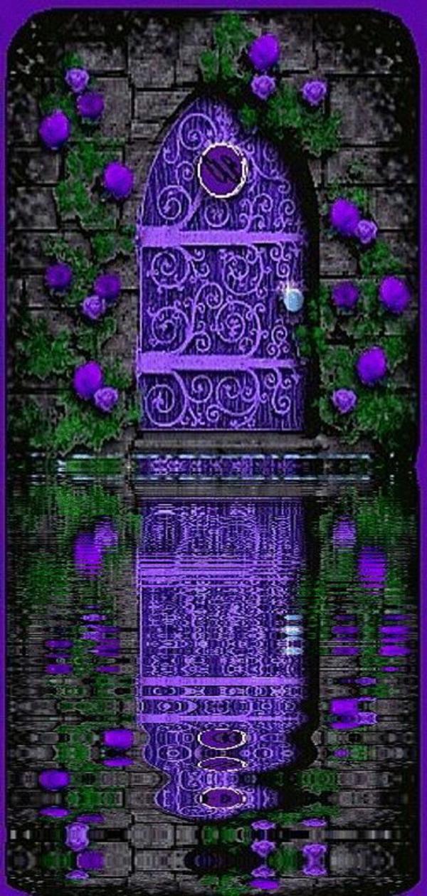 gartentüren mystisch lila wasser