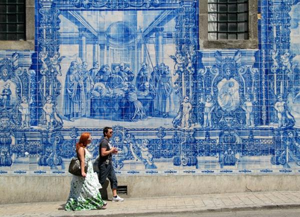 geschichte portugals anhand azulejo fliesen abgebildet. Black Bedroom Furniture Sets. Home Design Ideas