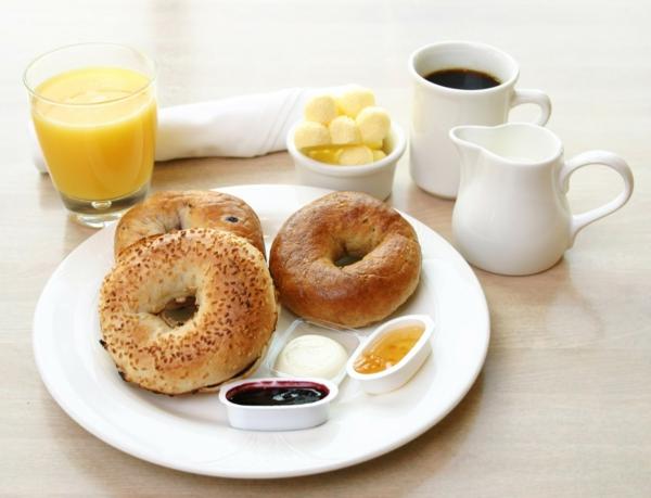 gesundes essen frühstücksideen brot saft