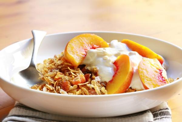 gesunde frühstücksideen müsli joghurt früchte
