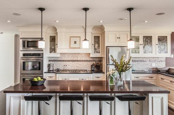 hängelampen küche kücheninsel küchenrückwand mosaikfliesen