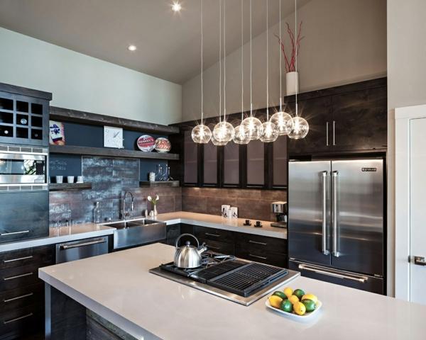 hängelampen küche kücheninsel wandfliesen metallic oberflächen