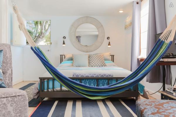 hängematte kaufen maritimes design gestreift schlafzimmer
