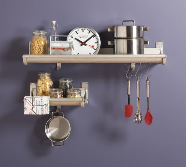 Moderne Hängeregale - Schritte zur perfekten Ordnung in der Küche