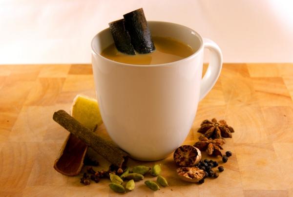 indischer tee trinken tasse kräutertee indische gewürze