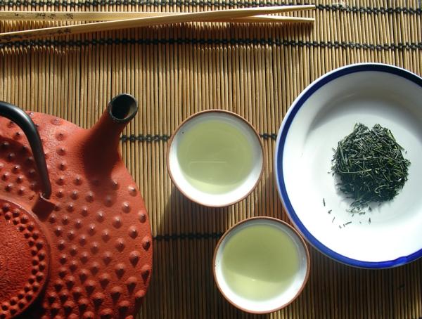 japanischer grüner tee trinken tasse grün zitrone zucker