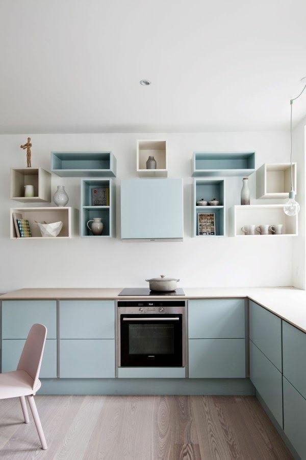 küche ausgefallene regale pastellnuancen