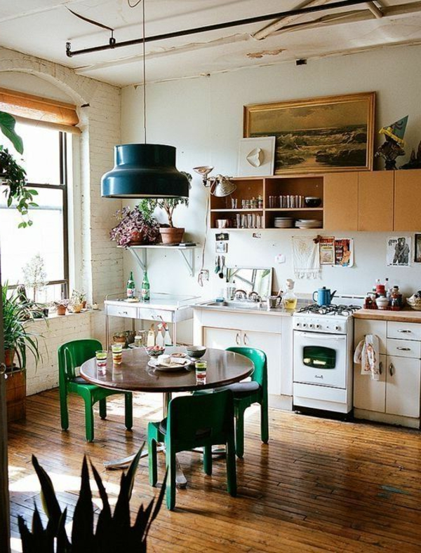 küche regale runder esstisch pflanzen