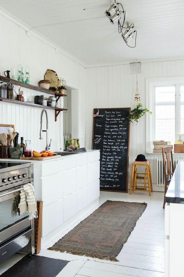 küche regale wand rustikaler look teppichläufer