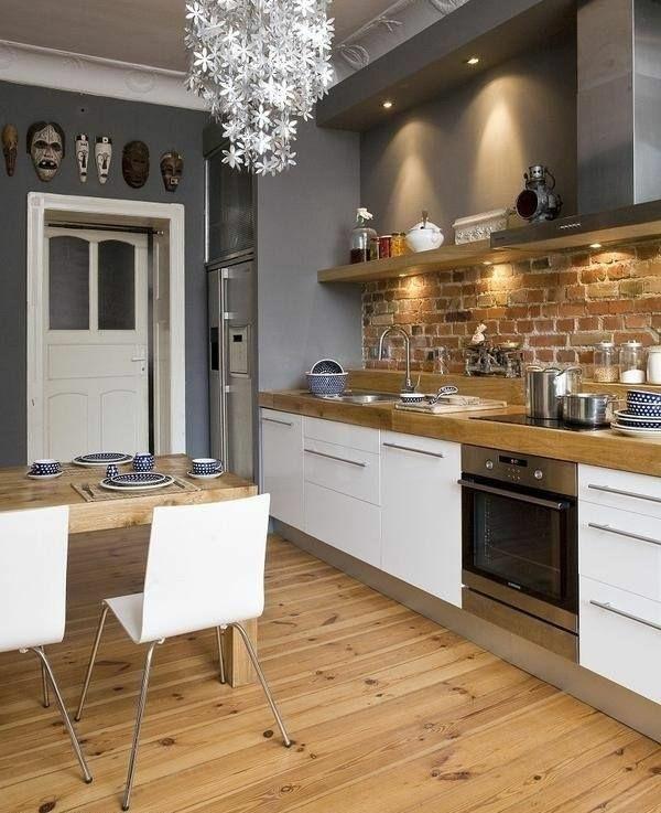 küchendesign weiß holzküche holzboden verlegen ziegelwand