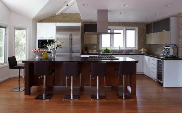 kücheneinrichtung braune kücheninsel wandverkleidung