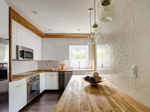 kücheneinrichtung hölzerner esstisch tolle wandgestaltung