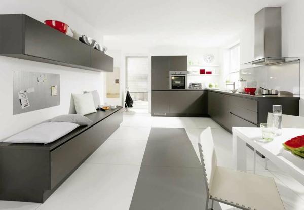 kücheneinrichtung hellgrau weiß rote akzente