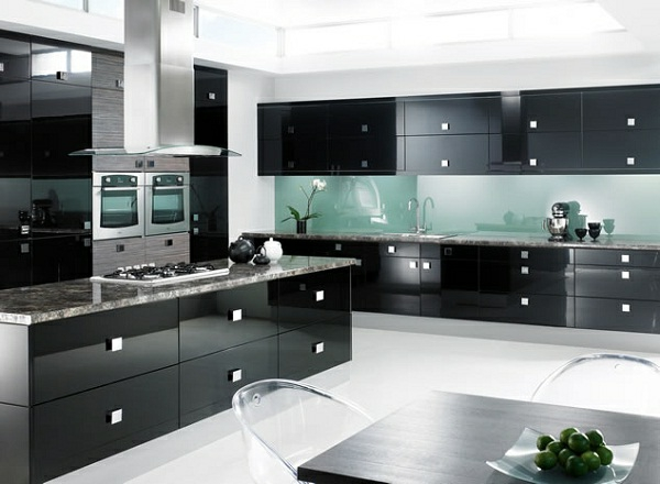 kücheneinrichtung küchenschränke schwarze spiegeloberfläche