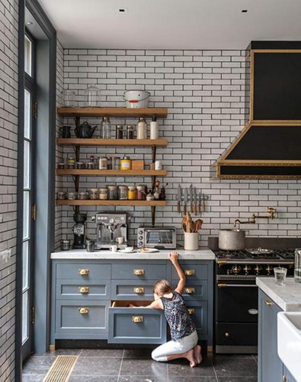 küchenregale design holz ziegelwand graue schränke