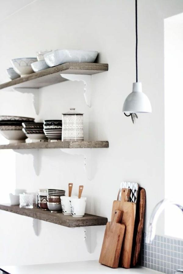 küchenregale hölzerne regale rustikal weiße wandfarbe