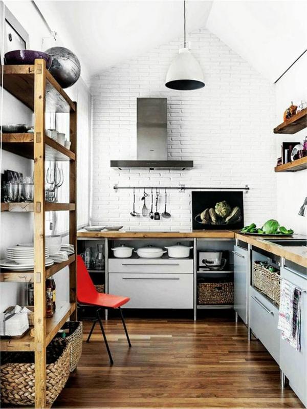 küchenregale roter stuhl weiße ziegelwand