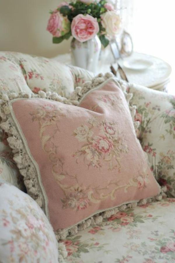 kissen landhausstil rosa weiß florale motive romantisch