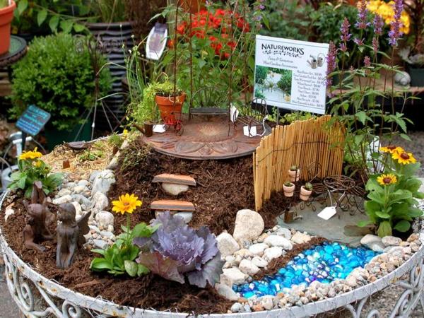 kleine gärten anlegen metallene stühle tisch sitzbank