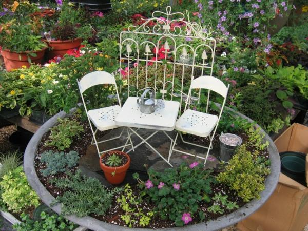 kleine gärten anlegen stühle tisch sichtschutz miniatur