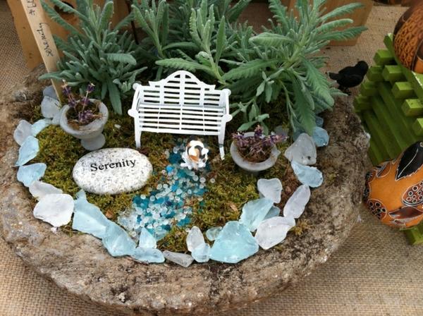 kleine gärten gestalten glasperlen glassteine bank