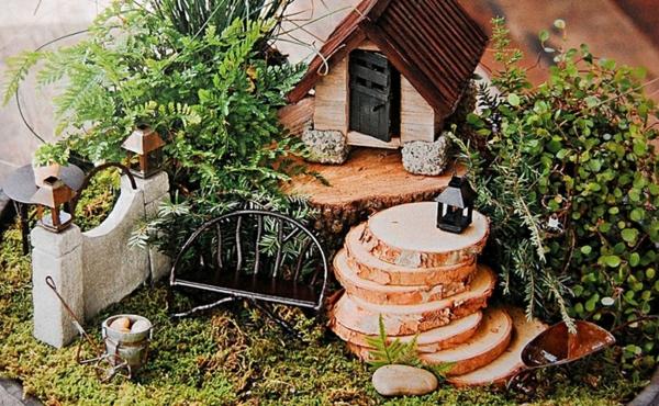 kleine gärten häuschen moos farn
