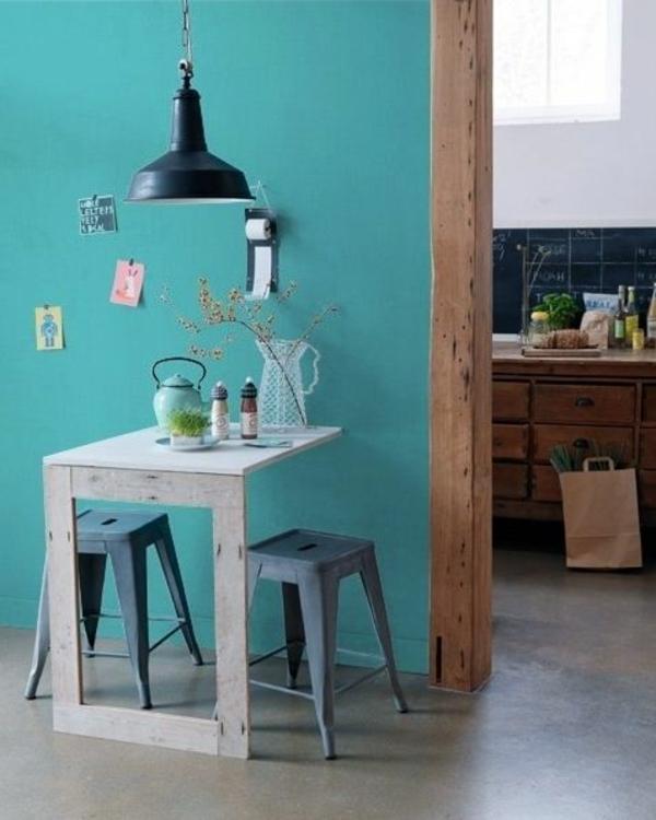 kleine wohnung einrichten tipps klappbarer tisch gr ne akzentwand. Black Bedroom Furniture Sets. Home Design Ideas