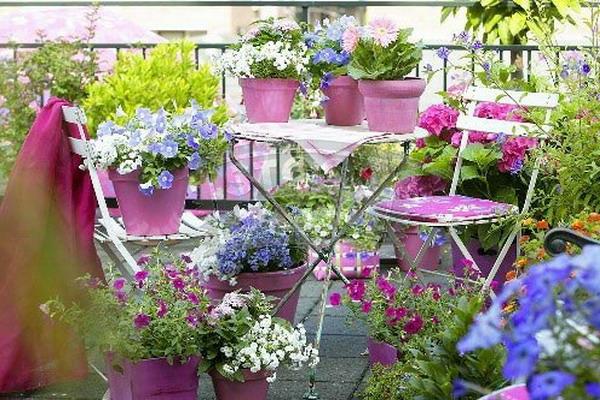 kleinen balkon gestalten ideen farbig frisch somerliche stimmung