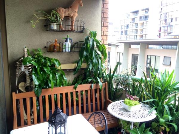 kleinen balkon gestalten kleiner runder balkontisch balkonmöbel