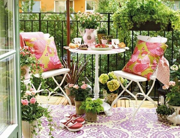 Kleiner balkon welche möbel: img eine mini lounge fuer zwei ...