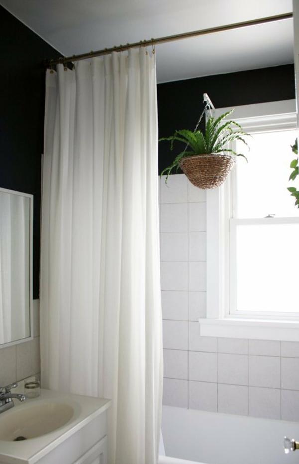 kleines bad einrichten ideen badvorhänge blumenampel