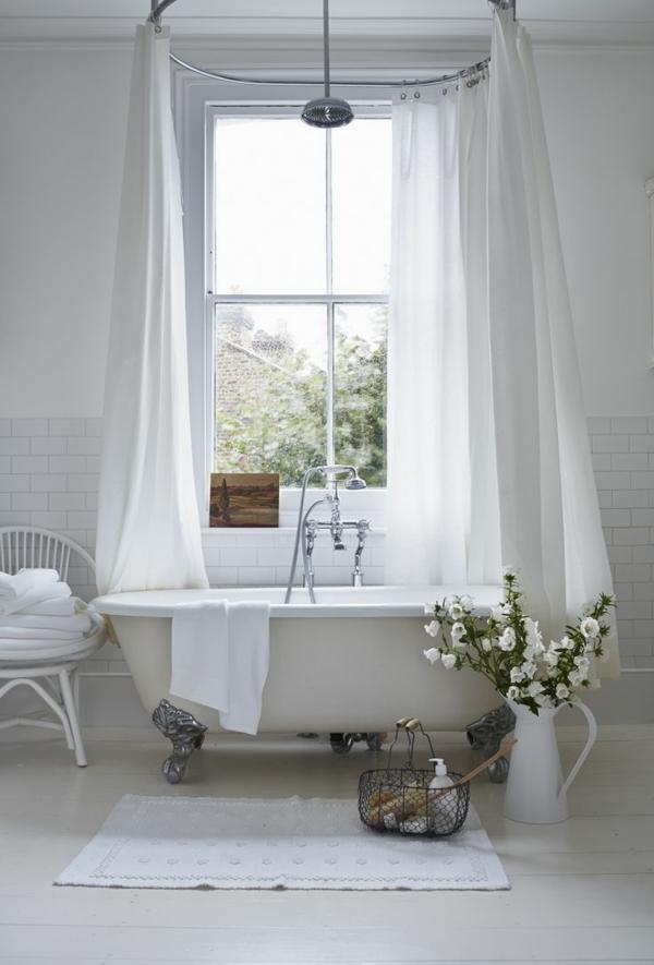 kleines bad einrichten ideen freistehnde badewanne badvorhänge