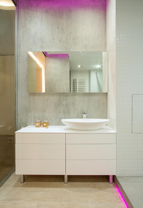 kleines badezimmer waschbecken waschbeckenunterschrank weiß