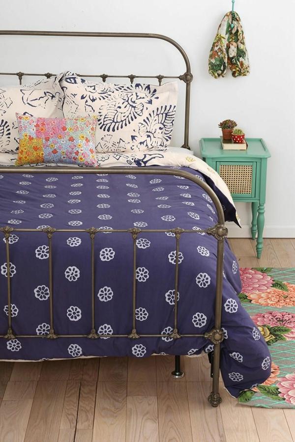 kleines schlafzimmer schöne farbkombination holzboden