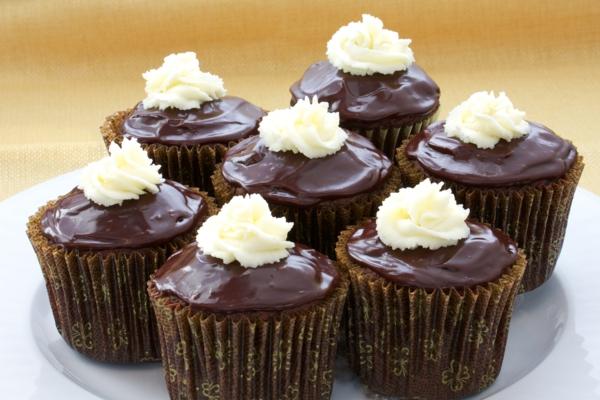 kuchen verzieren mini kuchen schokolade deko