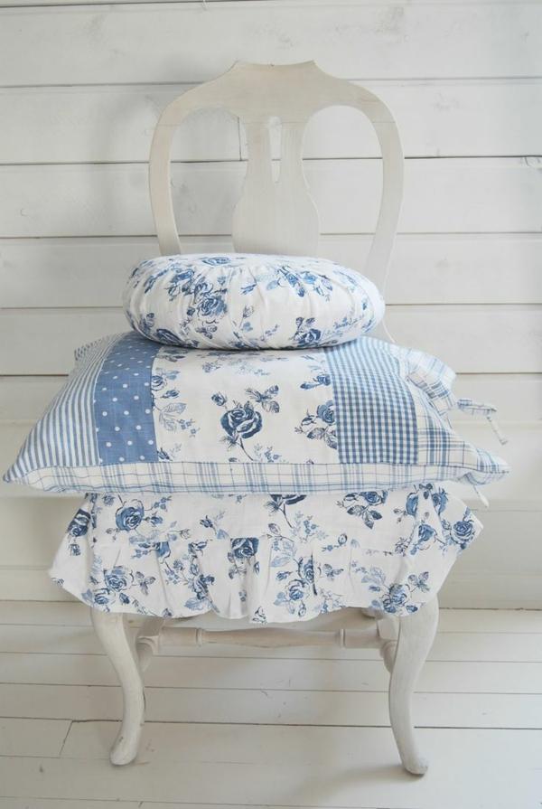 landhausstil dekokissen blau weiß kombination