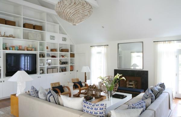 landhausstil dekokissen wohnzimmer dekorieren offene wandregale