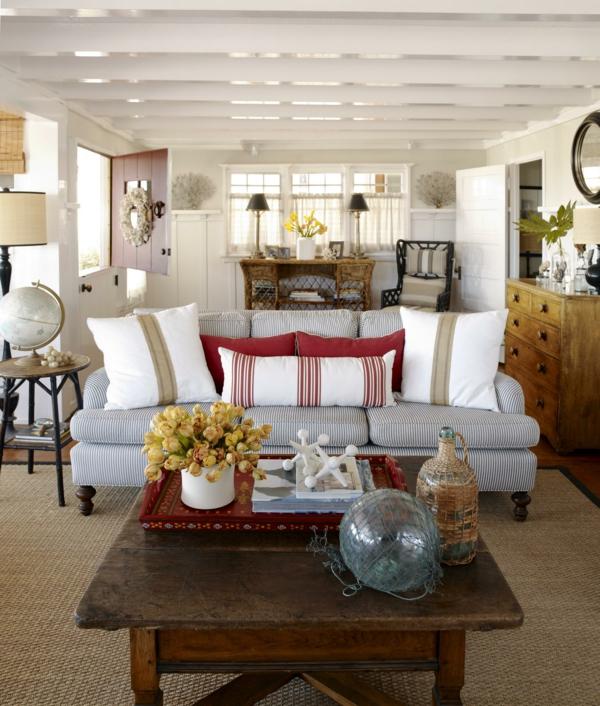 landhausstil wohnzimmer rustikaler couchtisch tischdeko dekokissen