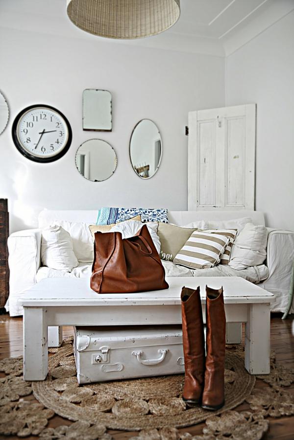 landhausstil wohnzimmer weiße einrichtung dekokissen