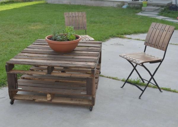 möbel aus paletten außenbereich gestalten tisch
