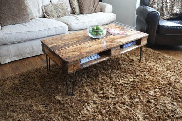 Der paletten tisch etwas rustikal aber trotzdem attraktiv for Wohnzimmertisch aus paletten
