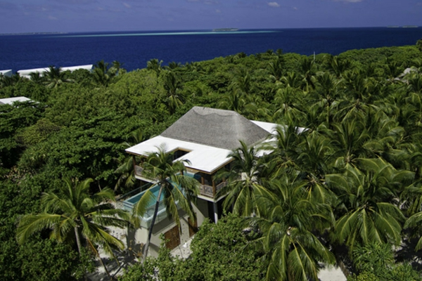 malediven urlaub traditionelle architektur zweistöckiges gebäude