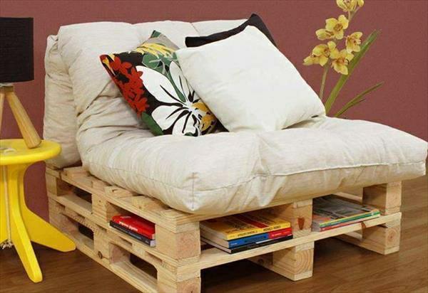 massive Holzmöbel aus Paletten tagesbett bücherregale