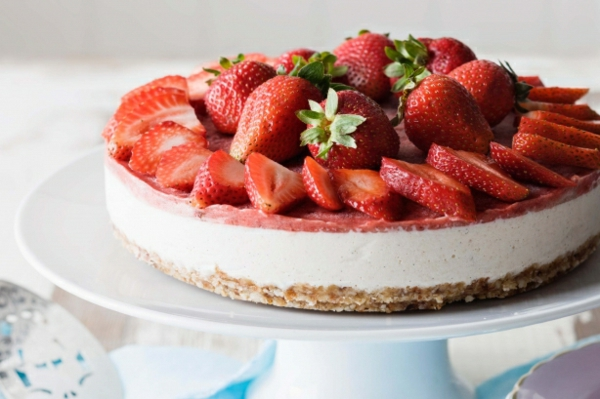 obstkuchen basisch früchte erdbeeren frisch nüsse
