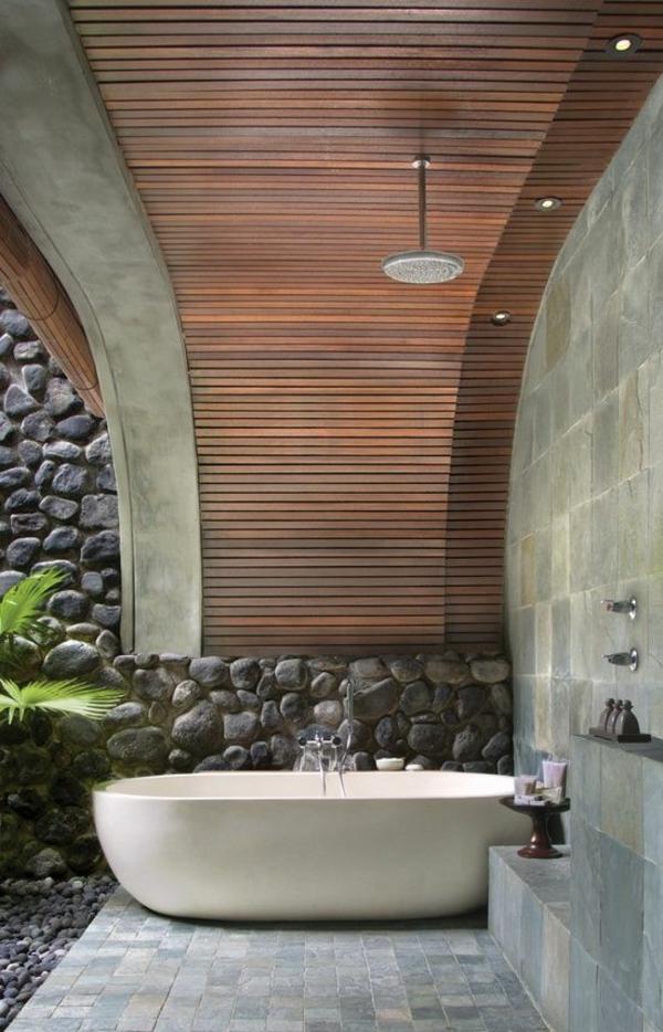 outdoor dusche badezimmer im außenbereich badewanne freistehend